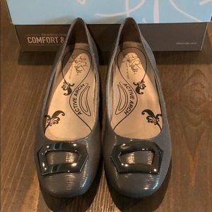 Life Stride Gray Textured Patent Flats New Size 9